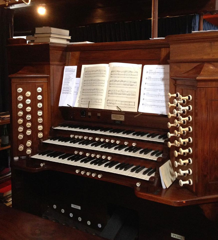 St Andrew's Church Deal, organ